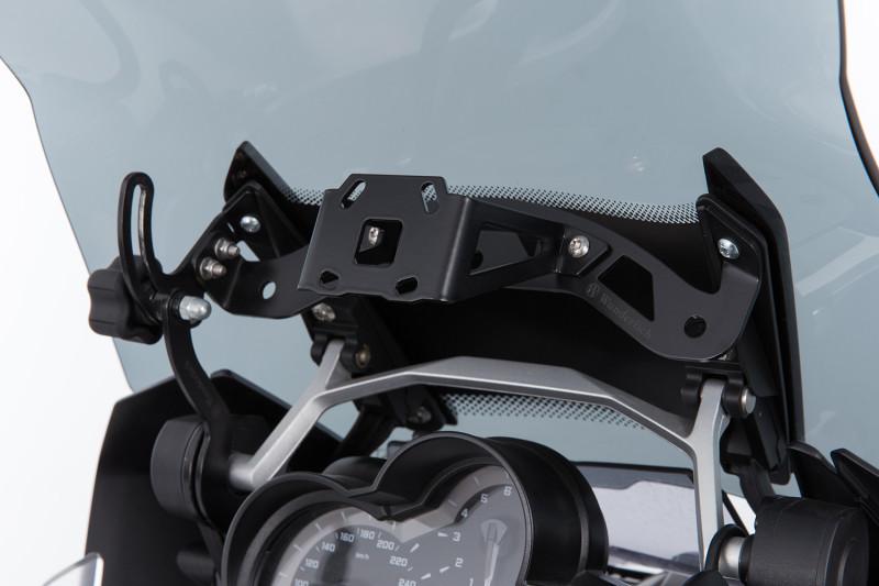 Navigation holder for windshield reinforcement